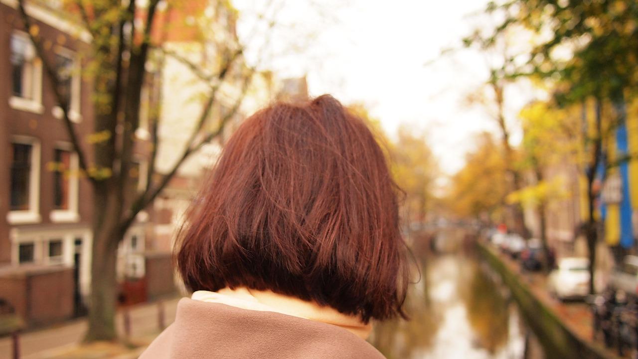 白髪染めでアレルギー?その原因と対処法をご紹介。