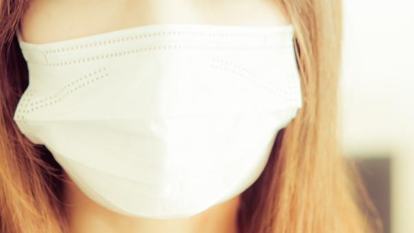 マスクをするとウィッグのもみあげが浮くときの対処法をご紹介