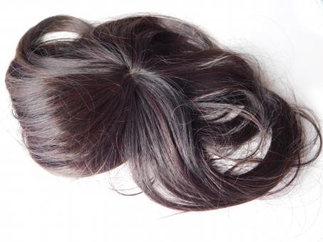 脱毛がバレないように整髪料などで隠そうとすると負担をかけて進行するかも?ウィッグを正しく使って脱毛予防1