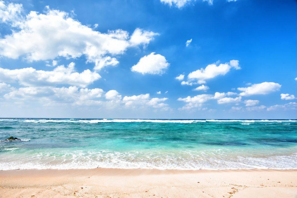 夏の海!潮風でごわごわになったウィッグを元通りサラサラにする方法