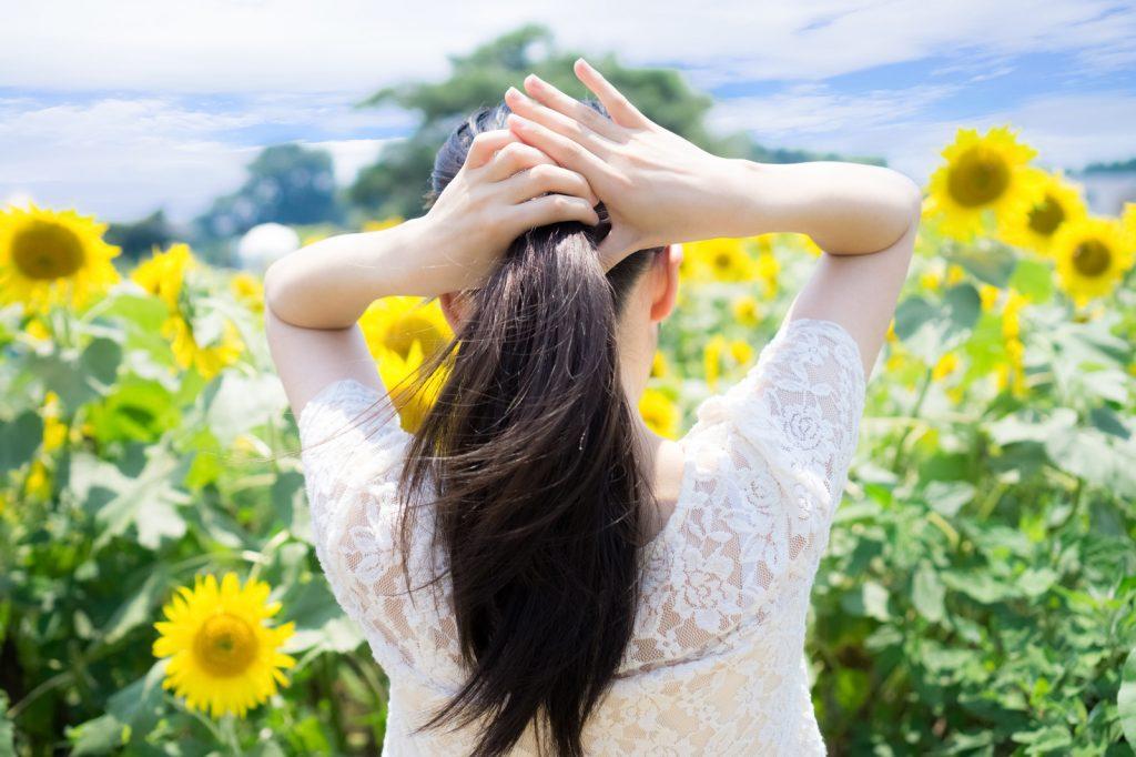 季節と女性の抜け毛の関係は?ケア方法を紹介